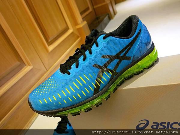 圖24 咪呢的亞瑟士限量款運動鞋.jpg