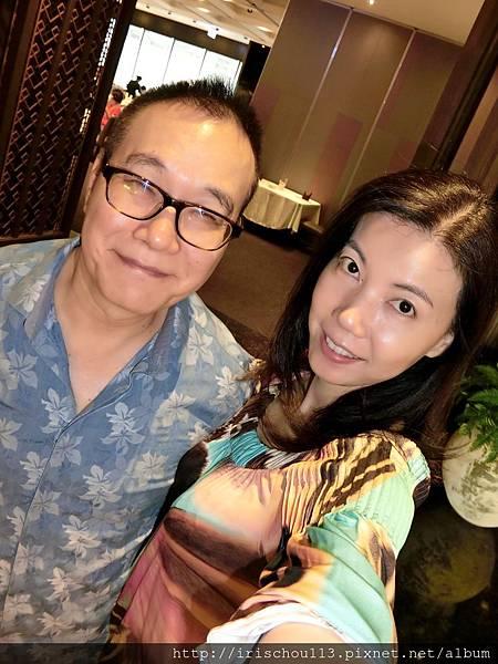 圖17 我和咪呢在吉品海鮮餐廳.jpg