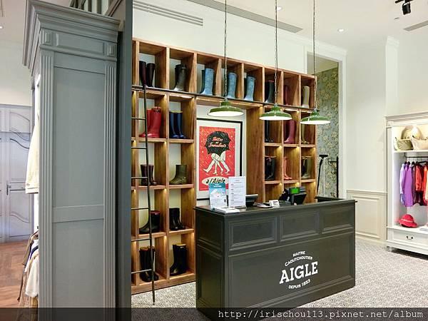 圖21 AIGLE旗艦店內觀.jpg