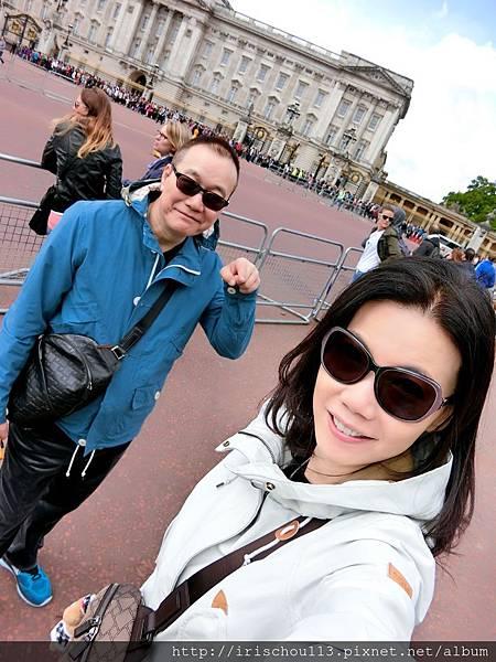 圖30 我和咪呢在白金漢宮.jpg