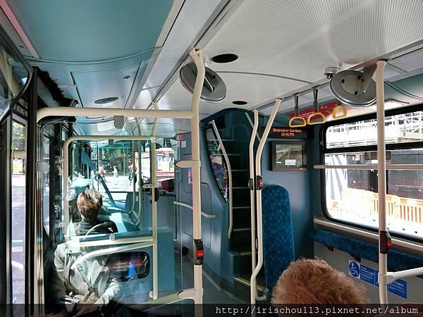 圖46 我和咪呢在倫敦公車上.jpg