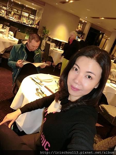 圖67 我在皇朝粵菜餐廳.JPG