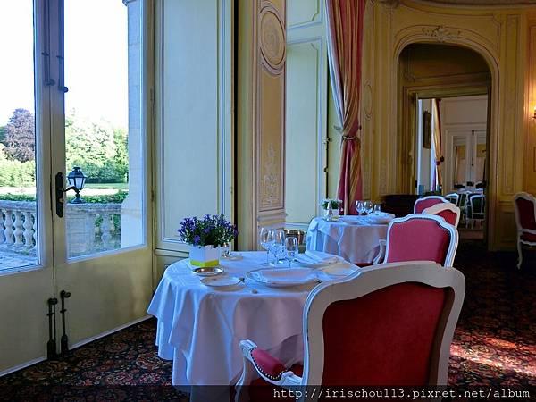 圖1 蜜月古堡的法式晚餐座位.jpg