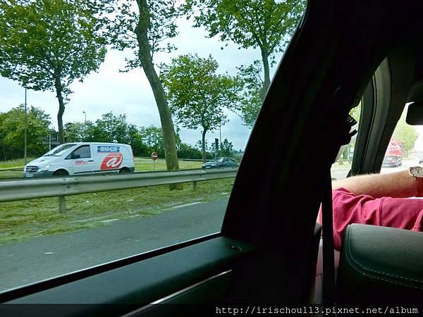 圖9 從巴黎北站前往蜜月古堡的路途中.jpg