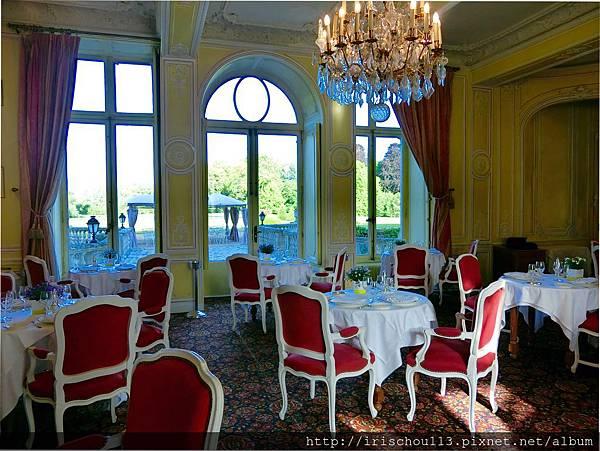 圖42 古堡內的法式餐廳.jpg