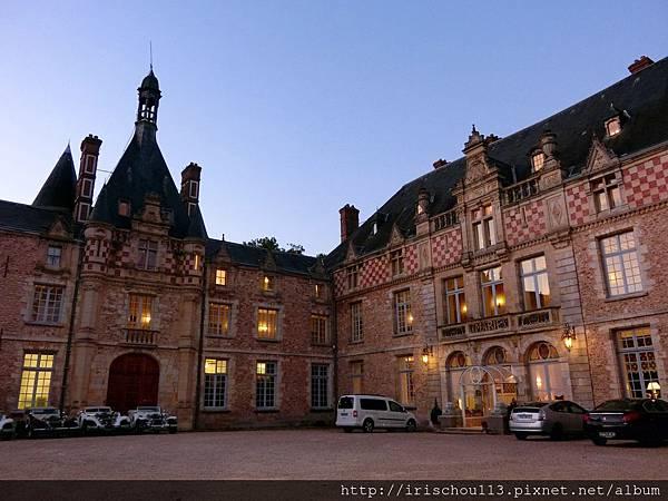 圖58 晚餐後的古堡夜景.jpg