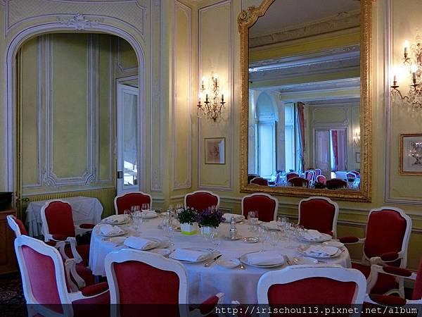 圖40 古堡內的法式餐廳