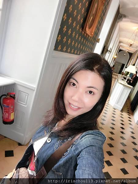 圖2 6月3日早晨我在蜜月古堡Lobby.JPG