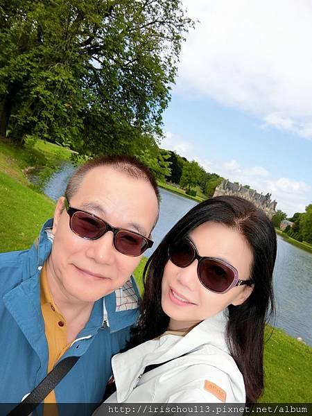 圖18 我和咪呢在蜜月古堡.jpg