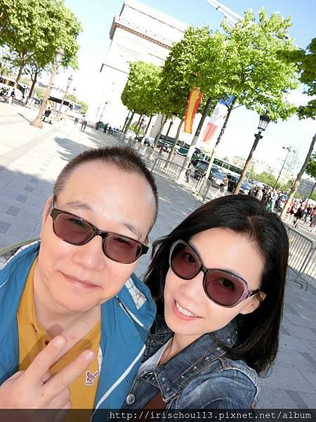 圖6 我和咪呢在凱旋門前.jpg