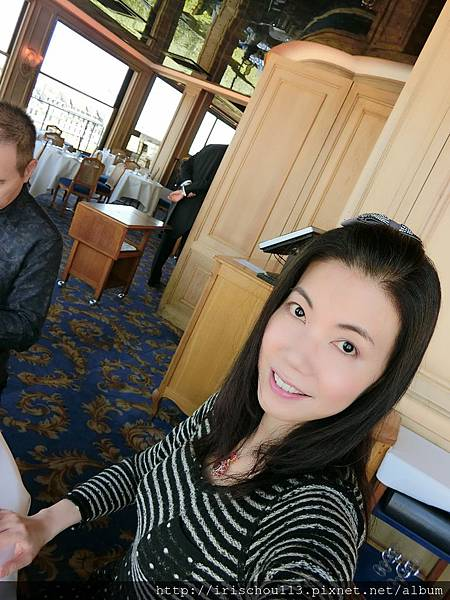 圖15 我在銀塔餐廳.JPG