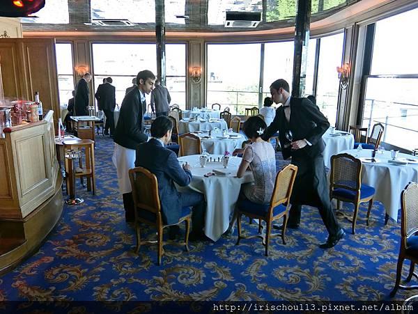 圖17 銀塔餐廳內觀.jpg