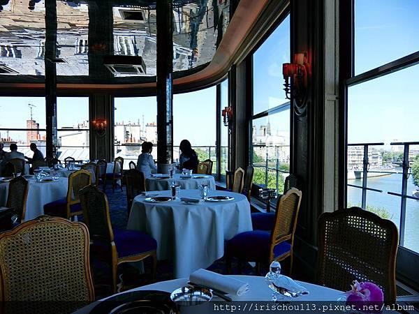 圖18 銀塔餐廳內觀.jpg