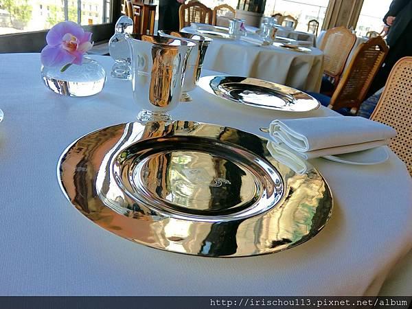圖22 我和咪呢在銀塔的餐桌&餐具.jpg