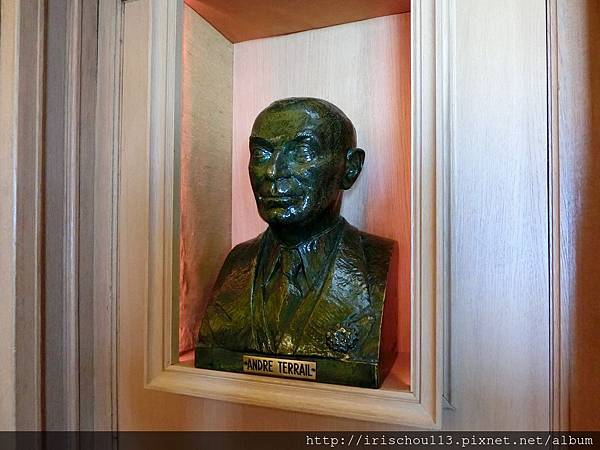 圖38 銀塔創辦人Andre Terrail的銅像.jpg
