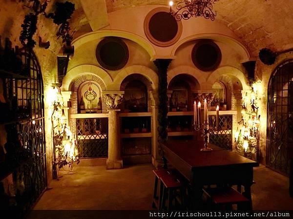 圖40 銀塔的酒窖.jpg