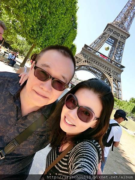 圖51 我和咪呢在巴黎鐵塔.jpg