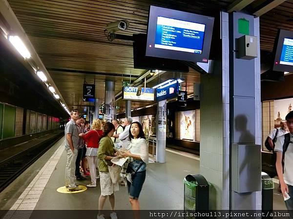 圖2 巴黎Invalides地鐵站.jpg