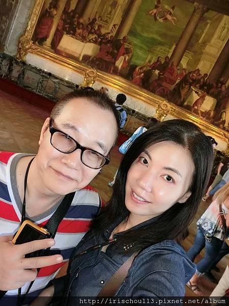 圖22 我和咪呢在凡爾賽宮.JPG