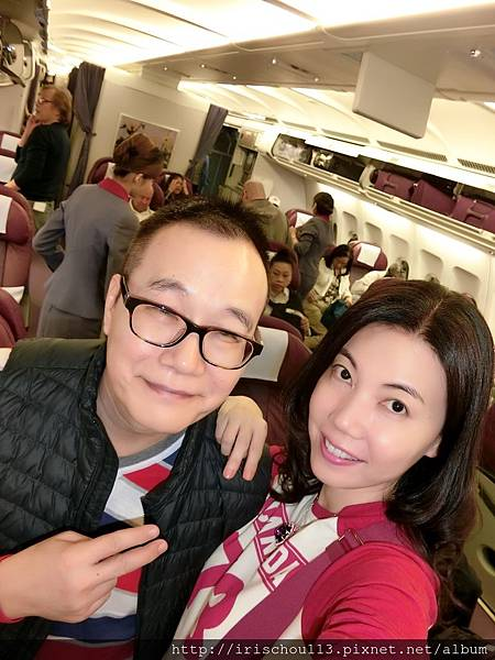 圖10 11月1日我和咪呢在華航商務艙.jpg