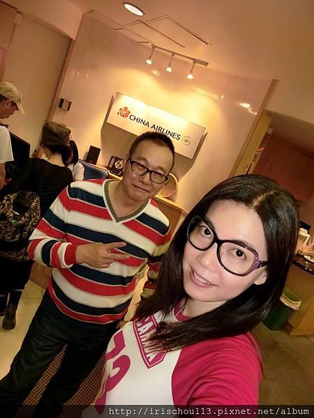 圖11 11月8日我和咪呢在檀香山機場VlP室.jpg