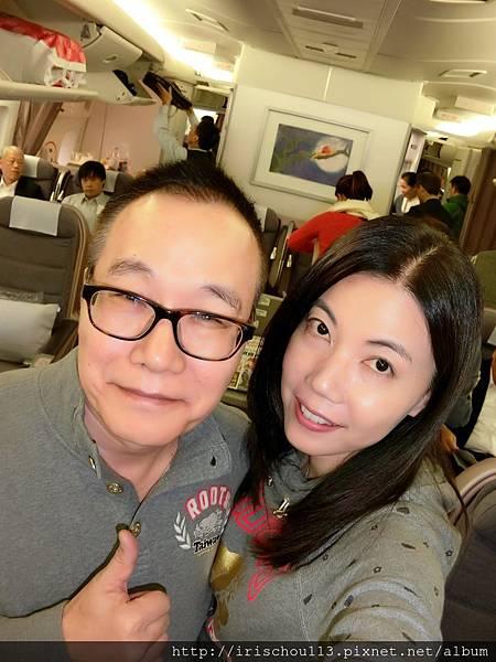 圖20 11月13日我和咪呢在華航商務艙.jpg
