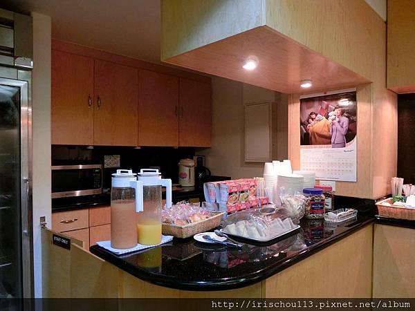 圖26 檀香山機場VIP室餐檯區.jpg
