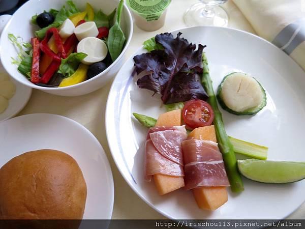 圖27 11月8日華航CI017空中餐.jpg