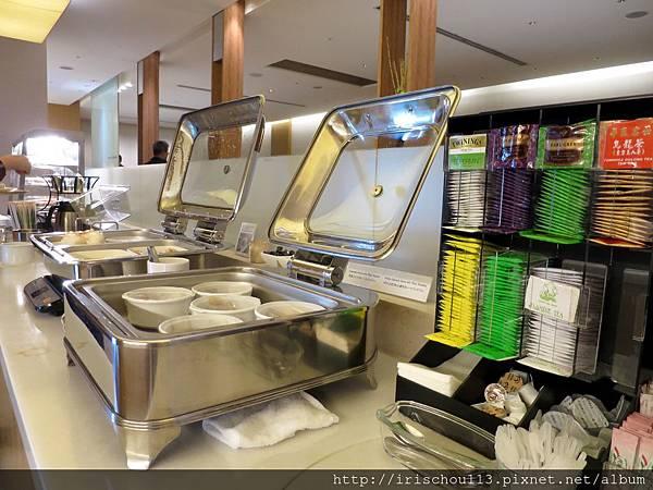圖33 成田機場VIP室餐檯區.jpg