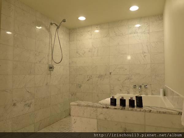 圖13 1216號房浴室.jpg