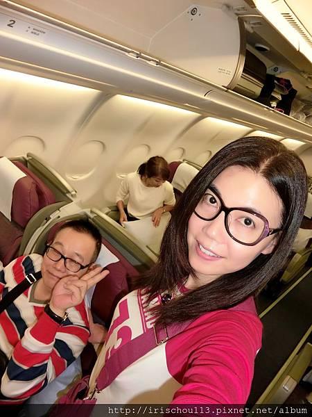 圖4 11月8日我和咪呢在「夏威夷→東京」的班機上.jpg