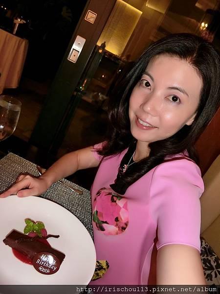 圖7 夏威夷皇家酒店(Royal Hawaiian )送我的生日蛋糕.jpg