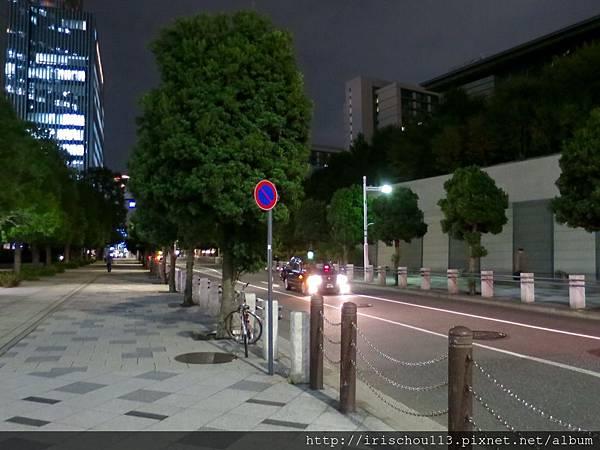 圖17 進入國東急酒店的街道.jpg