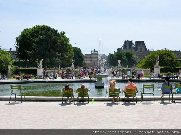 17)羅浮宮前方的公園.jpg