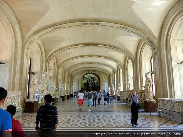24)羅浮宮內,前方階梯之上有~勝利女神。.jpg
