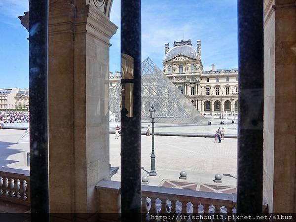 37)從羅浮宮內向外看去.jpg