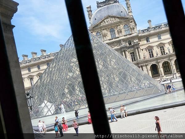 38)從羅浮宮內向外看去.jpg