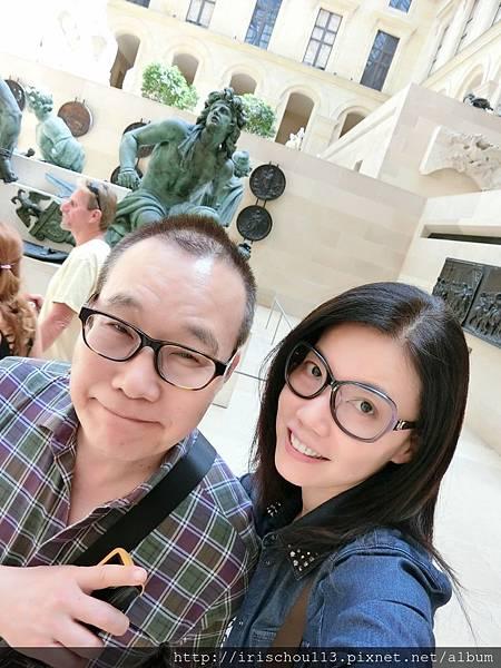 54)我和咪呢在銅像前.JPG