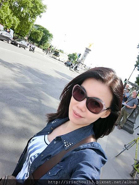 78)我在亞歷山大三世橋與大小皇宮之間.JPG