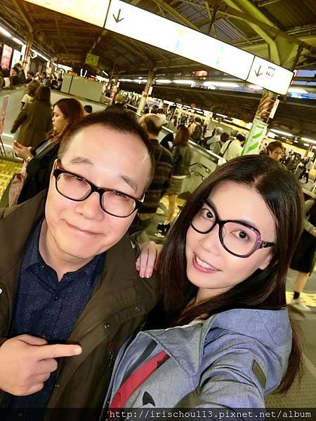 P4)我和咪呢在東京地鐵站.jpg