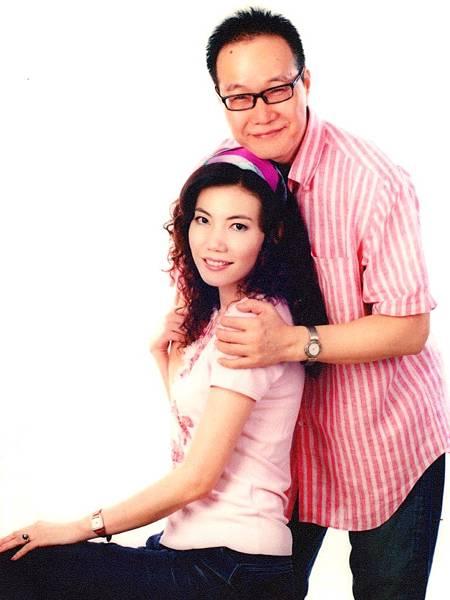 圖1 咪呢與我2006年在南京留影.JPG
