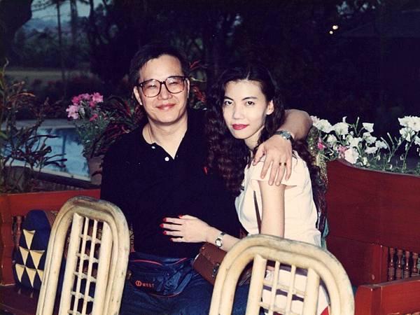 圖1 1993年我與咪呢到泰國旅遊採訪.JPG