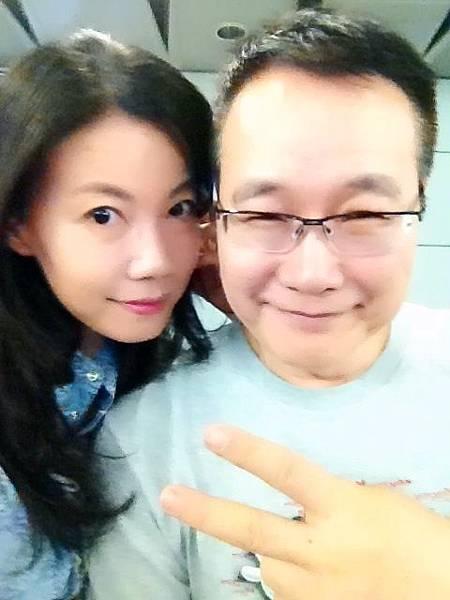 圖1 六月六日我與咪呢在台北高鐵車站候車室.JPG