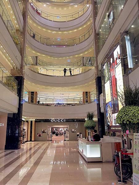 圖1 義大世界購物廣場中央大廳.JPG