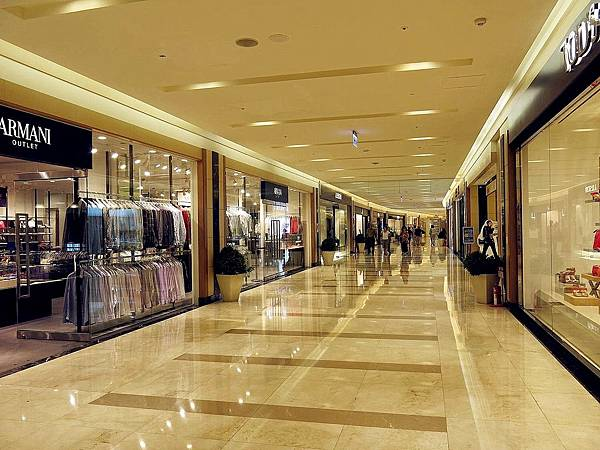 圖4 義大購物廣場一樓A區.JPG