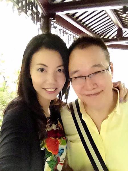 P15)我與澤治在杭州四季園林內.JPG