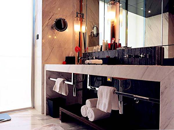 P6)四季套房有寬敞舒適的浴室.JPG