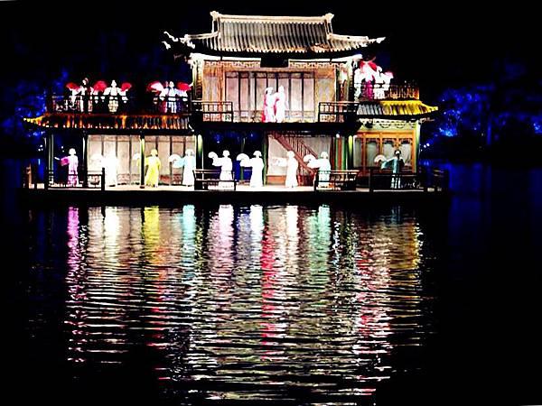 P1)西湖上的歌舞劇「印象西湖」.JPG