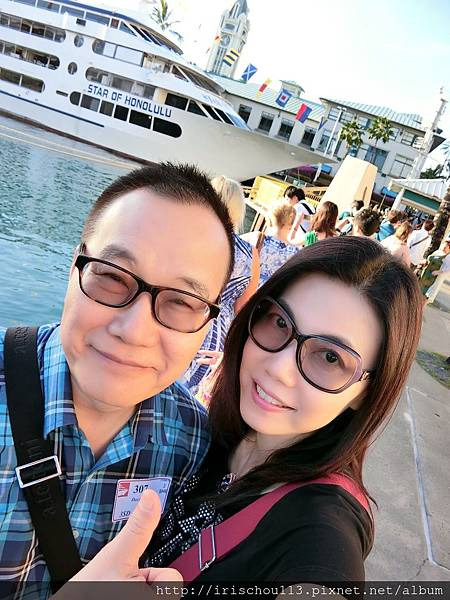 P1)我和咪呢在「愛之船」前.jpg