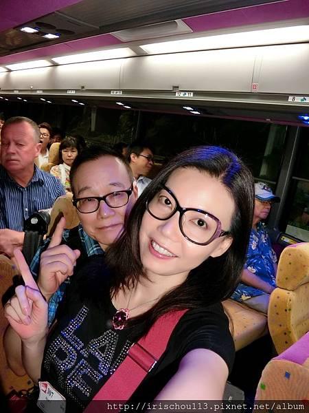 P8)我和咪呢在巴士上.jpg